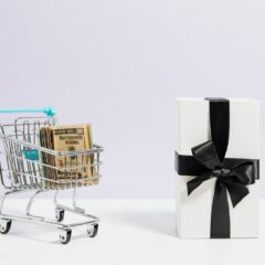 How to save money on gifts with less effort